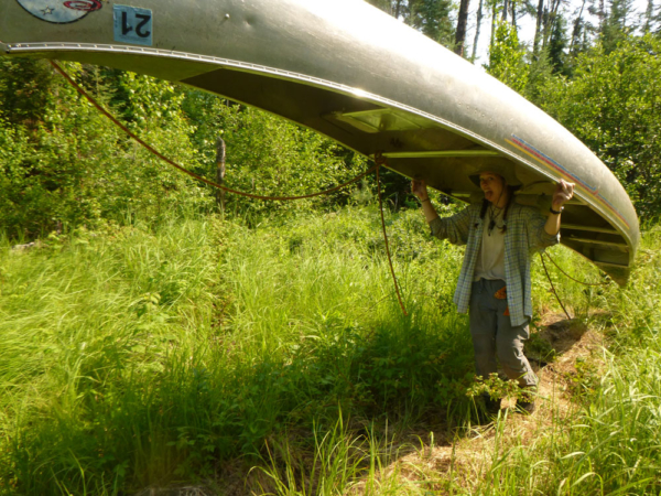 Paddle hard, portage hard… foto: Voyageur Outward Bound School